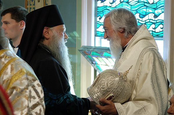 Fișier:Bishops Peter and Nikolai.jpg