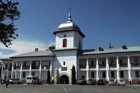 Mănăstirea Văratec - intrarea